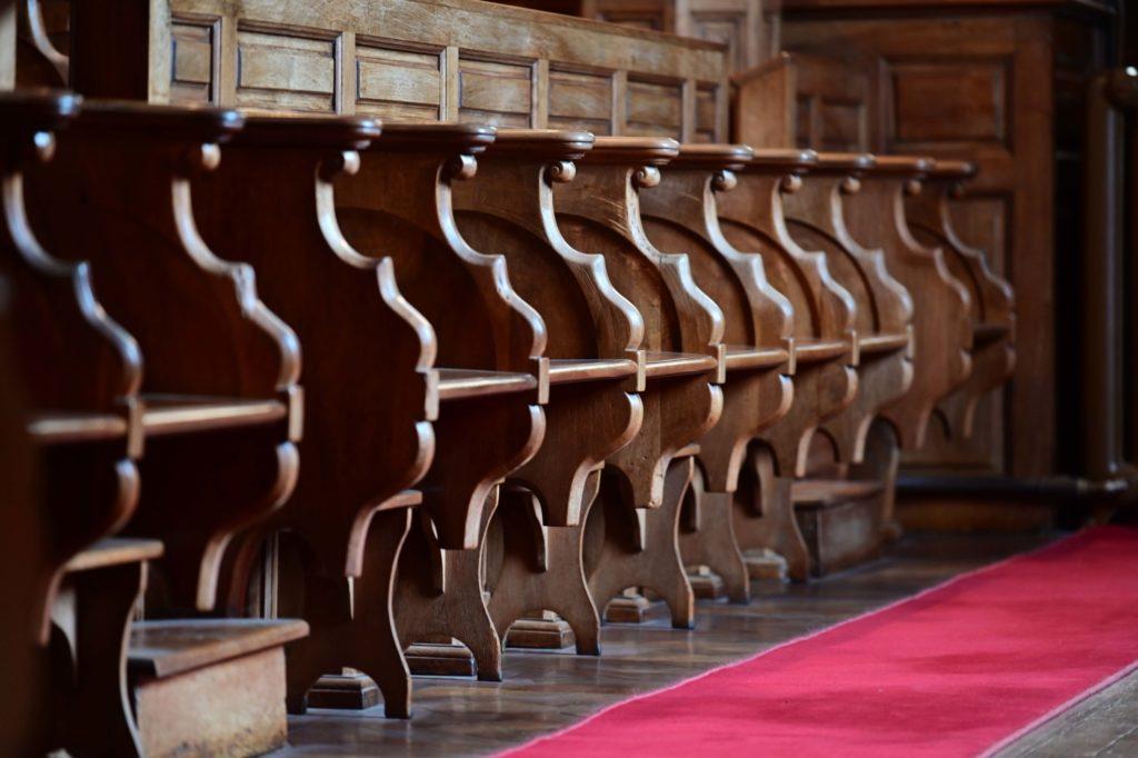 les stalles de la chapelle de l'Hôtel Dieu